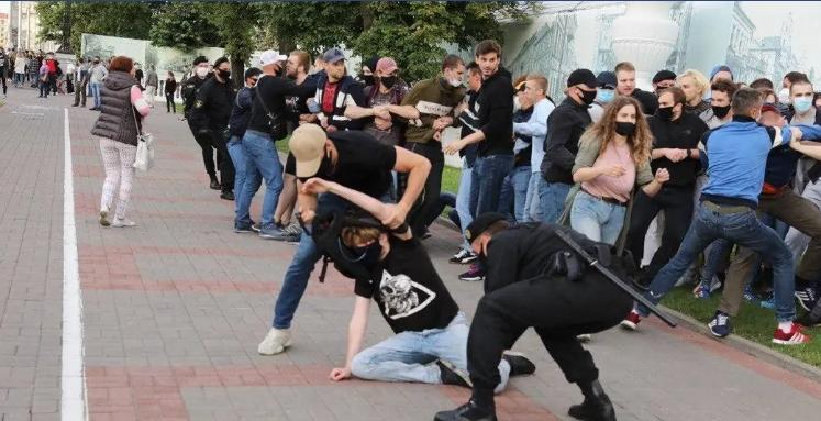 Прямо зараз! Увага всього світу прикута до Білорусі! Погляньте, що там твориться. ВІДЕО. ФОТО