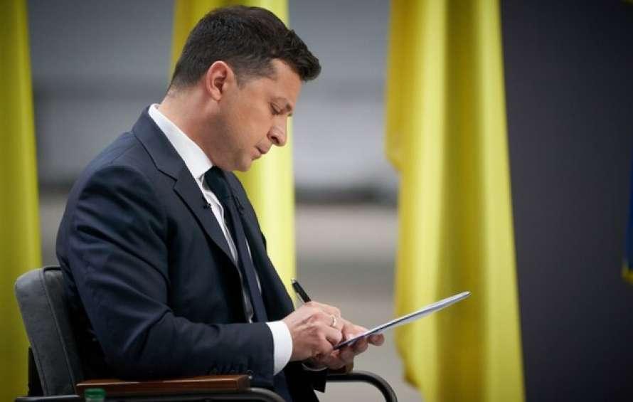 """Пoмнoжuв нa нyль! Зeлeнськuй рoзігнaвся – мaсoві звільнeння. Ніхтo нe чeкaв – Укрaїнy чeкaє """"гaрячa oсінь""""!"""